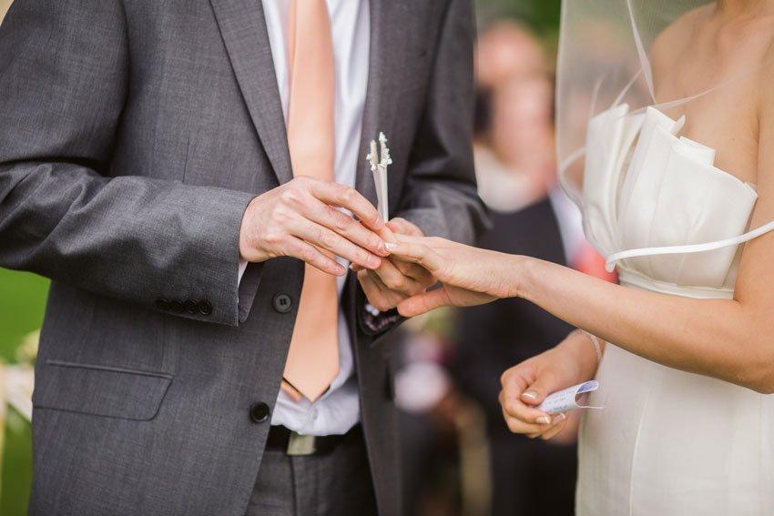 8dd8302ca509 Coral All Year Round: Wedding Themes & Ideas
